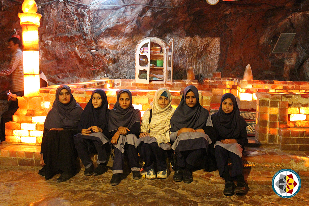 Girls with Salt Masjid